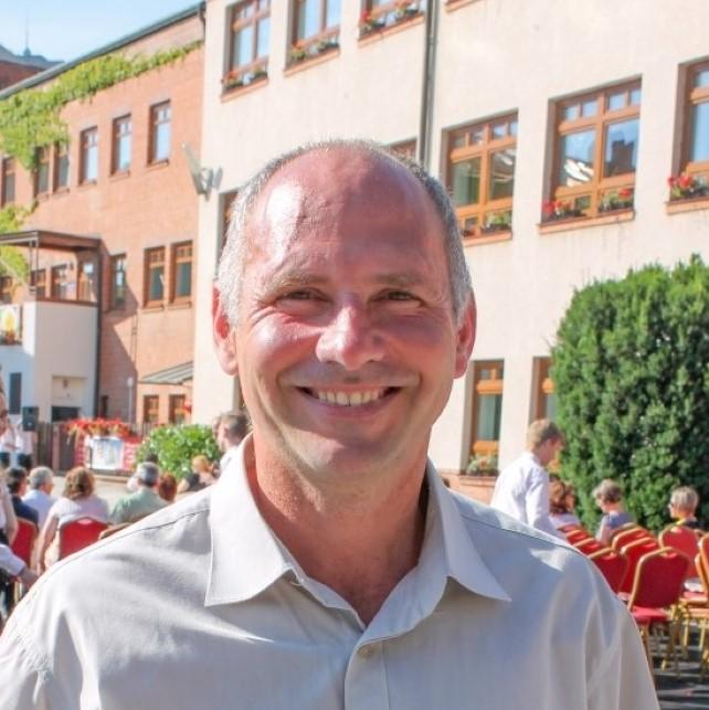 Dr Feczkó Gábor